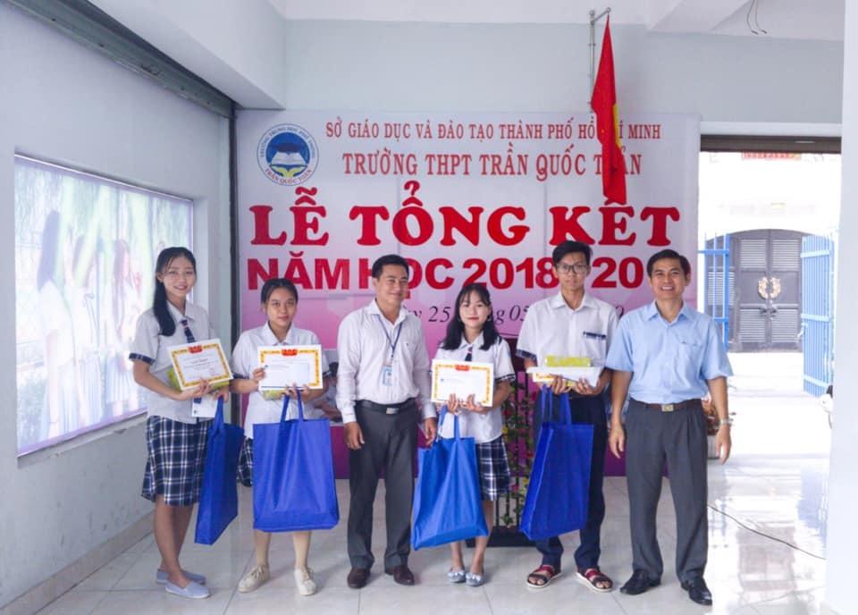 Khen thưởng cuối năm học bằng quà bảo vệ môi trường