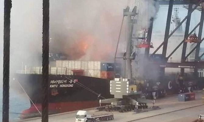 Cháy nổ tàu hàng tại cảng Thái Lan, hàng chục người bị thương