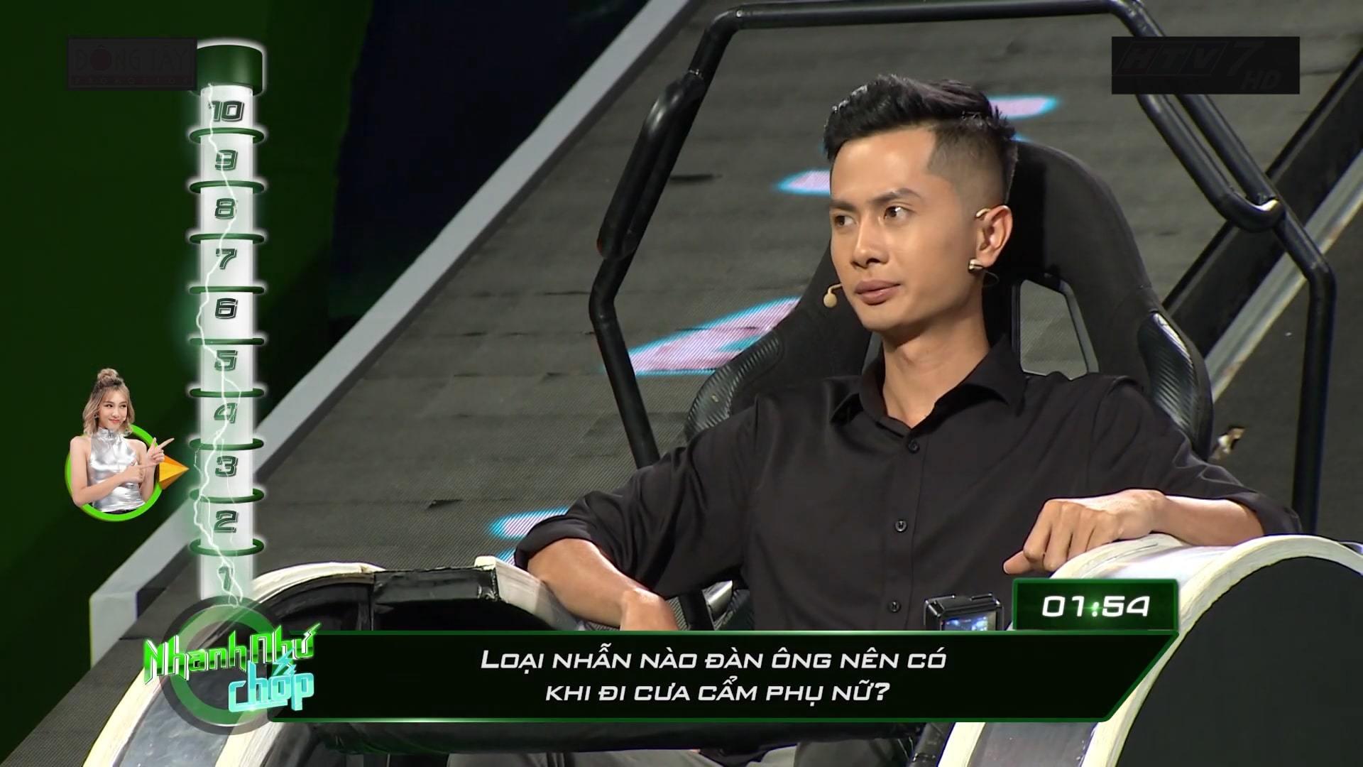 Trường Giang 'đá xéo' chuyện tình cảmHuỳnh Phương trong 'Nhanh như chớp'