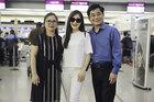 Bố mẹ tiễn Hương Tràm lên đường sang Mỹ