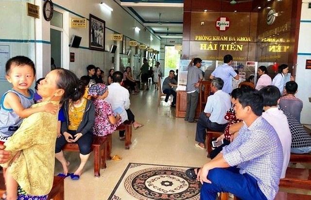 Hơn 50 du khách nhập viện sau khi ăn hải sản ở Thanh Hóa