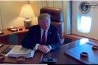 """Thói quen """"xấu"""" của ông Trump trên các chuyến bay dài"""