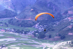 Paragliding festival kicks off to fanfare in Yen Bai