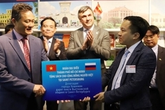 HCM City presents books to overseas Vietnamese in Saint Petersburg