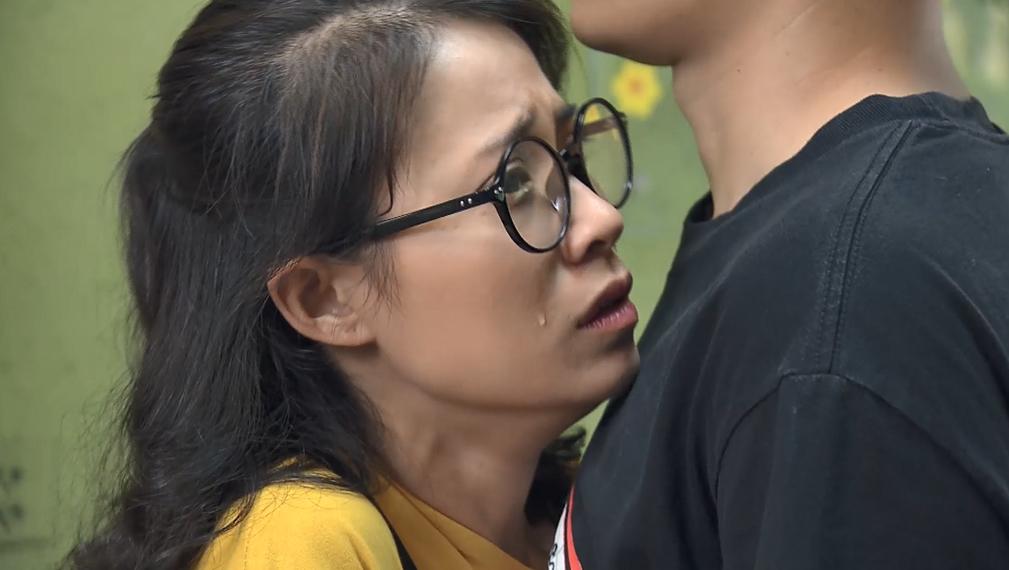 'Nàng dâu order' tập 15: Lan Phương nóng mắt vì 'em gái mưa' của chồng