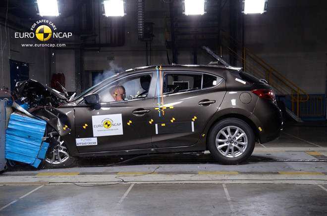 Các hãng ôtô đang làm gì để cải thiện độ an toàn?