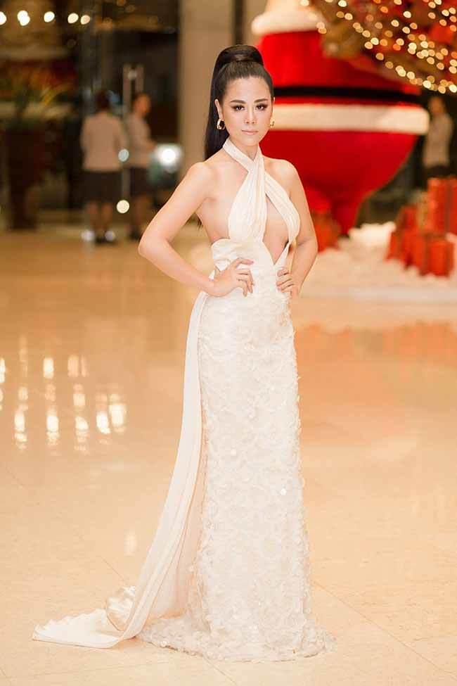 Top váy 'mặc như không': Người đẹp Việt ngày càng táo bạo không thua phụ nữ Tây Âu