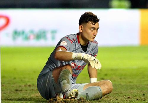 Văn Lâm bị đồng đội báo hại, Muangthong thua CLB của Xuân Trường