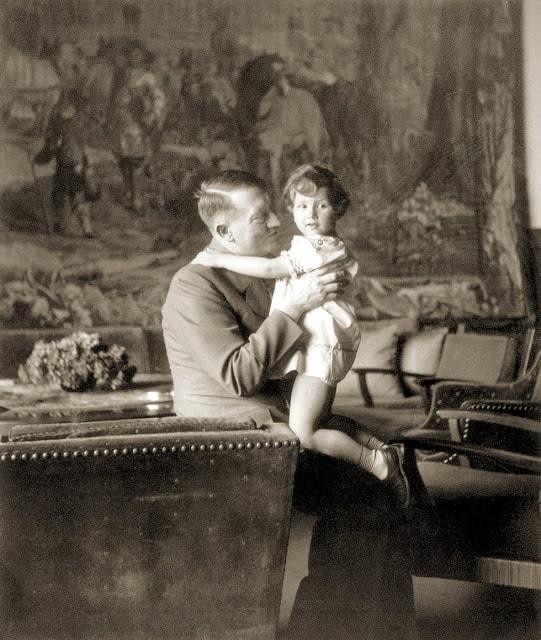 Tiết lộ những sự thật bất ngờ về vợ trùm phát xít Hitler