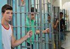 Nhà tù không khóa, không bạo lực, tưng bừng đám cưới