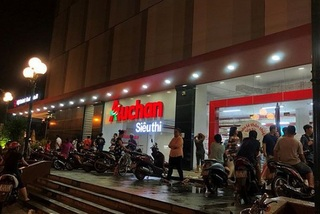 Why Western retailers say goodbye to Vietnam?