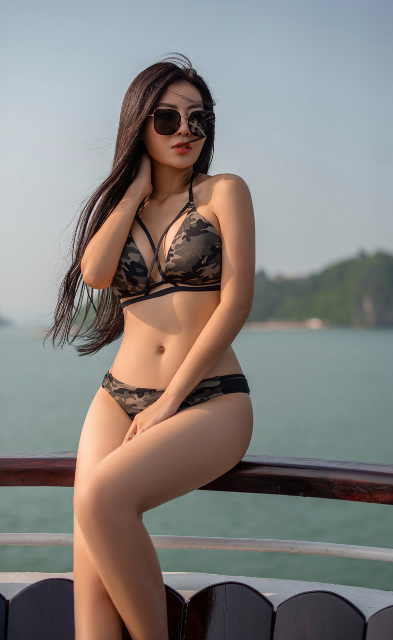 Thanh Hương gây bất ngờ khi diện bikini táo bạo