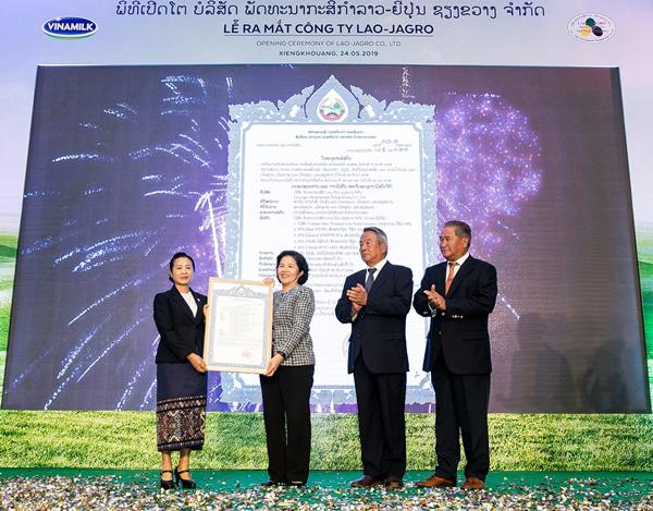 Vinamilk khởi công tổ hợp 'Resort' bò sữa Organic tại Lào