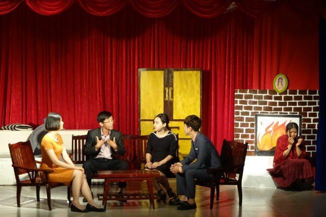 HCMC students relish learning English through dramas