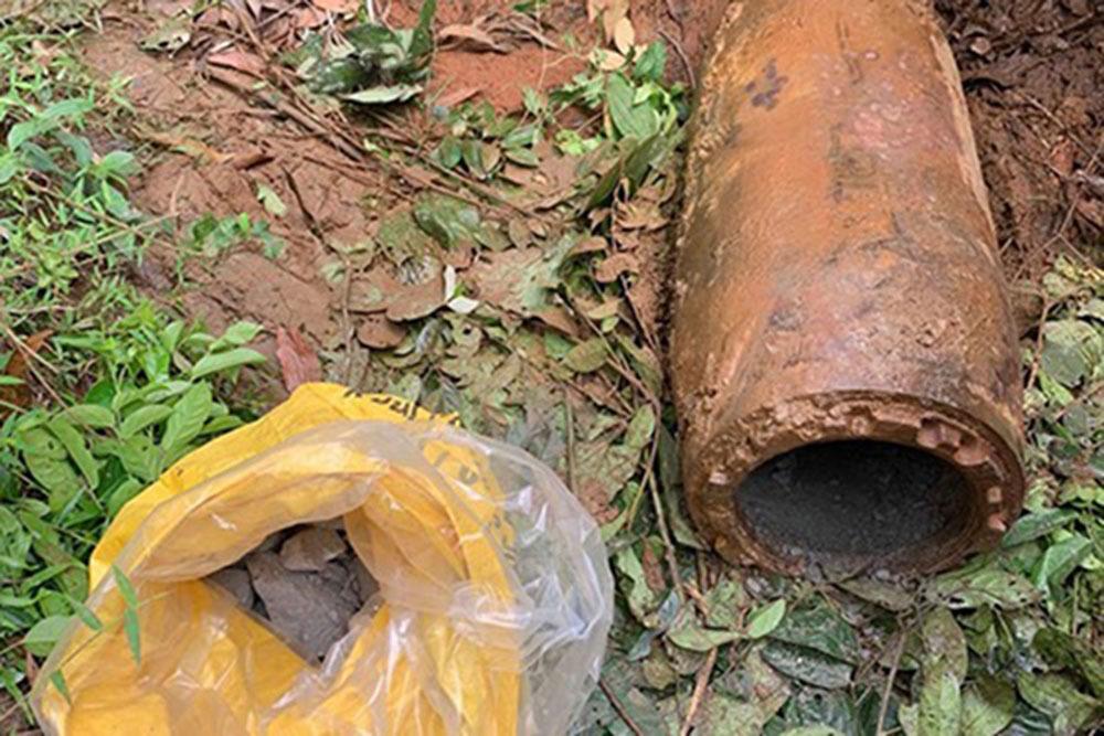 Quảng Trị: 2 người đàn ông tháo quả bom hơn 3 tạ vướng vào lao lý