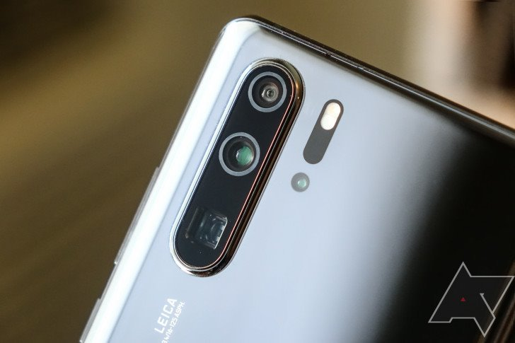 Vietnamese sell Huawei phones after US imposes ban on company
