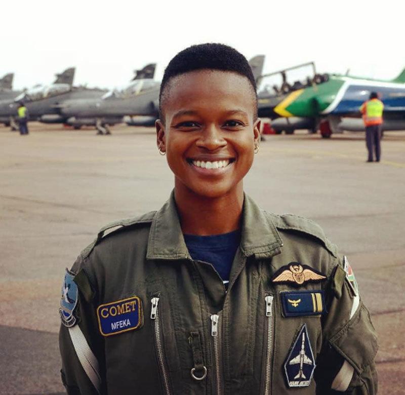 Nụ cười quyến rũ của nữ phi công đang làm dân mạng mê mẩn