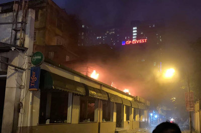 Hà Nội: Cháy quán bia hơi Hải Xồm, khách bỏ chạy tán loạn