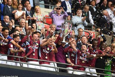 Aston Villa giành vé thăng hạng Premier League nghẹt thở