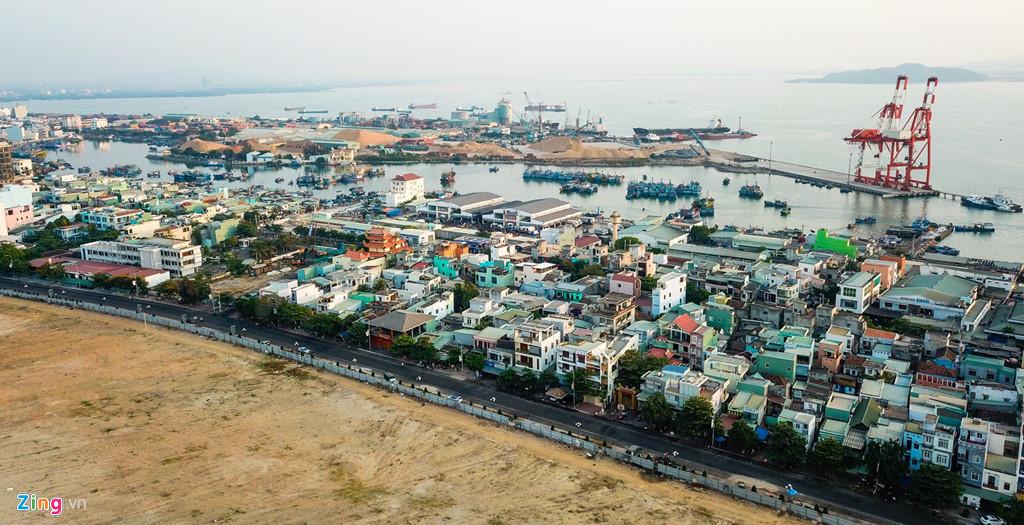 Cận cảnh cảng Quy Nhơn bị bán cổ phần với giá 'rẻ như cho'