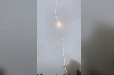 Khoảnh khắc tên lửa Nga bị sét đánh giữa trời