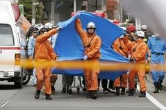 Giây phút kinh hoàng 16 em nhỏ bị đâm chém tàn nhẫn ở Nhật