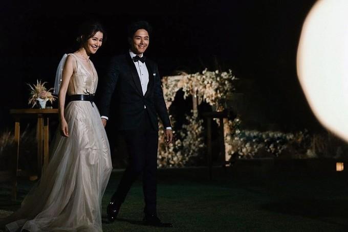 Tài tử và mỹ nhân Hong Kong lần đầu công khai ảnh cưới