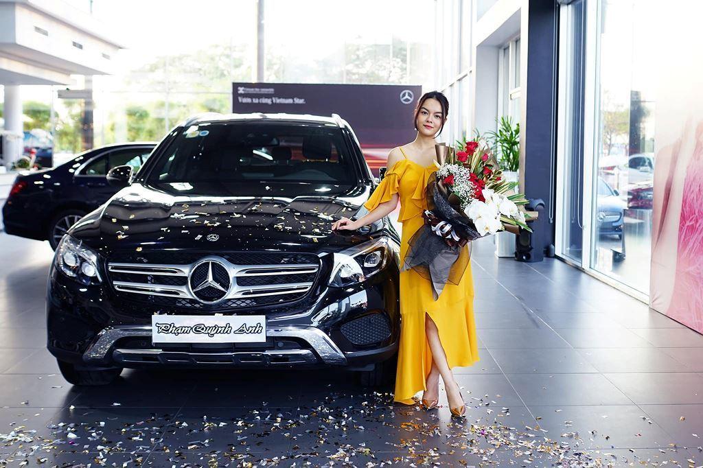 Hotgirl Midu tậu thêm Mercedes E-Class 2 tỷ