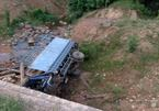 Xe chở gỗ lao xuống vực, 2 thanh niên ở Hà Tĩnh thiệt mạng