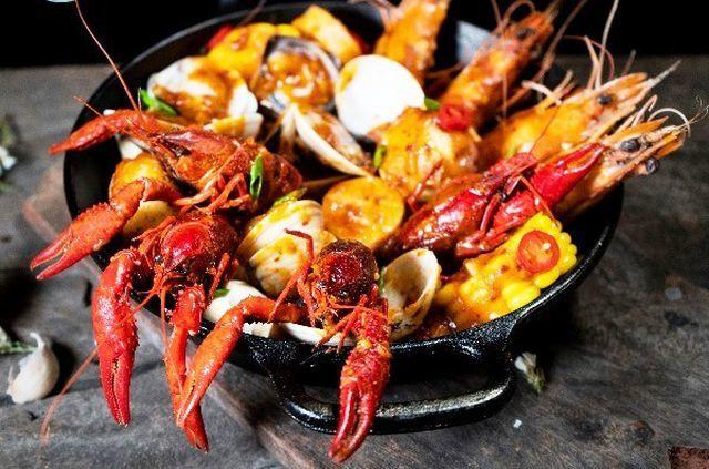 Red-claw crayfish still sold in HCM City despite ban