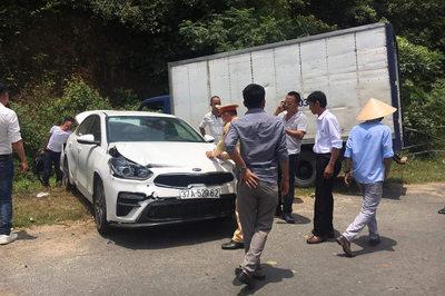 Xe tải tông hàng loạt ô tô dừng ven đường dự đám cưới ở Hà Tĩnh
