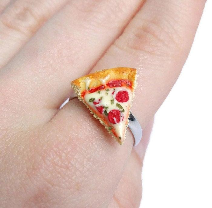 Bông tai trà sữa, kẹp tóc pizza và những biến tấu thú vị từ đồ ăn
