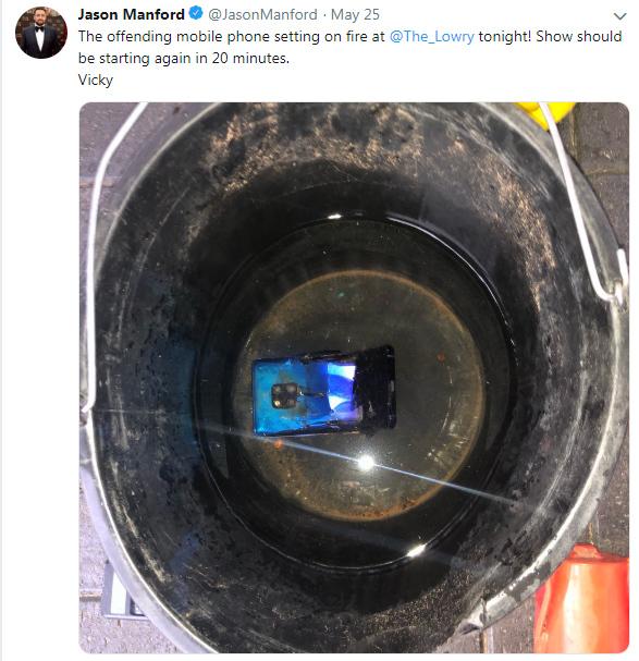Huawei Mate 20 Pro bất ngờ phát nổ, cả rạp hát sơ tán khẩn cấp