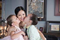 Hồng Nhung tuyên bố tạm ngưng dùng mạng xã hội để chăm sóc con