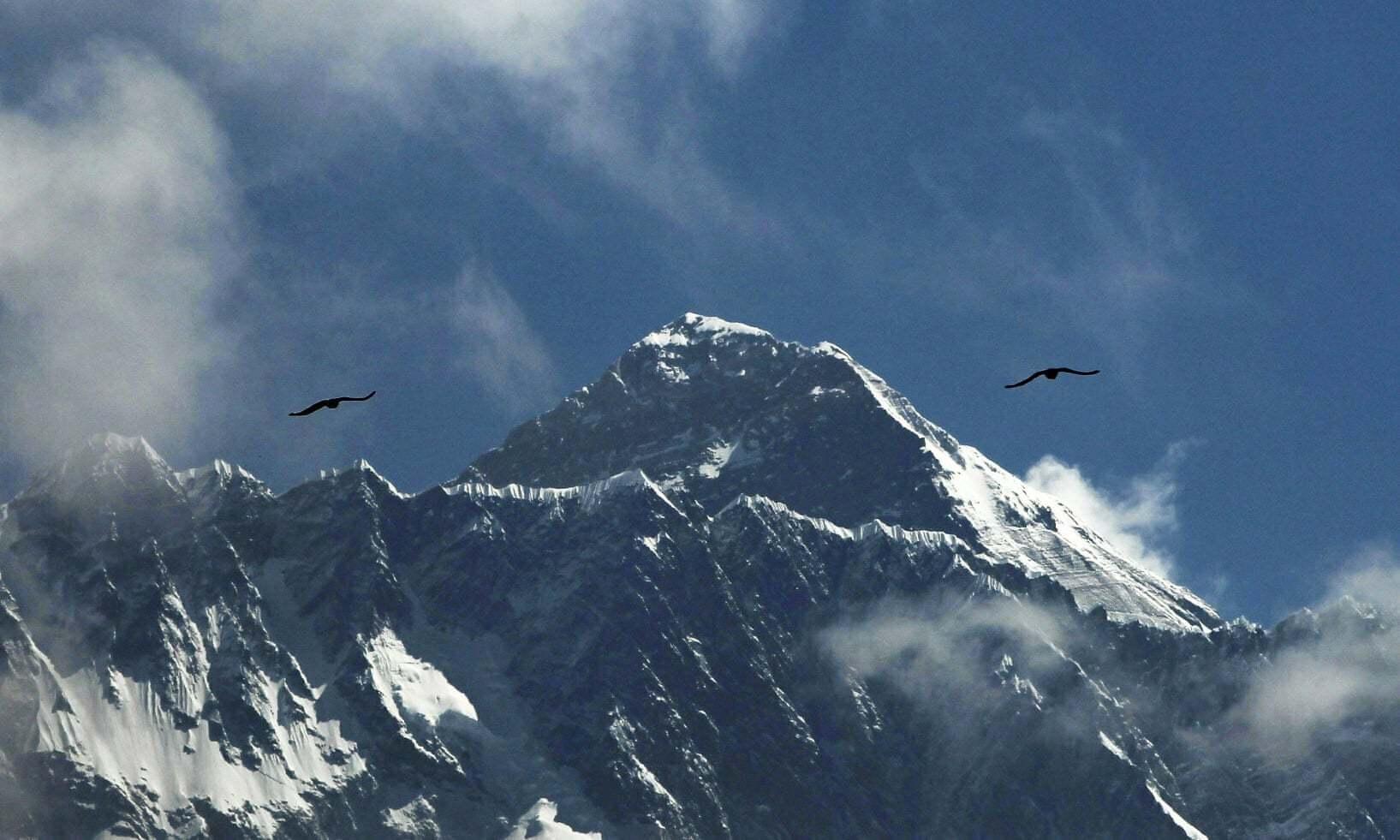 Everest,nhà leo núi,chinh phục,nóc nhà thế giới,đỉnh Everest,Himalaya,Nepal,tử vong,kinh hoàng,Sherpa,tắc nghẽn,quá tải