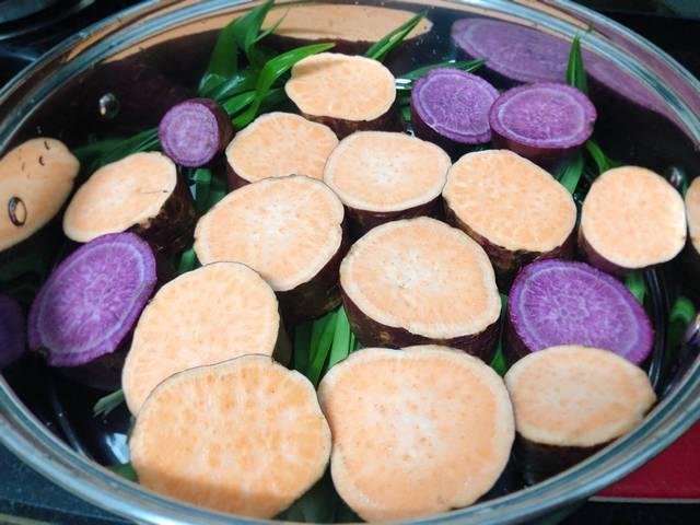 Cách làm món khoai hấp lá dứa thơm ngon ai cũng thích