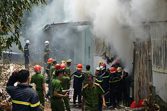 Cháy ngùn ngụt xưởng làm hương ở Đà Nẵng