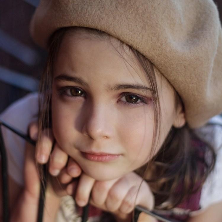 Sao nhí 6 tuổi xinh như búp bê đóng phim có chi phí 4.600 tỷ