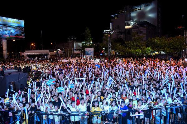Sơn Tùng M-TP 'đốt' sân khấu, quậy cùng 10.000 fan