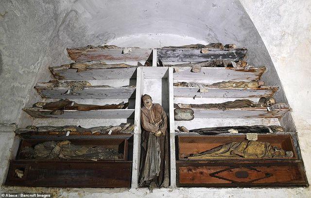 Chuyện lạ,Hầm mộ,Mộ cổ