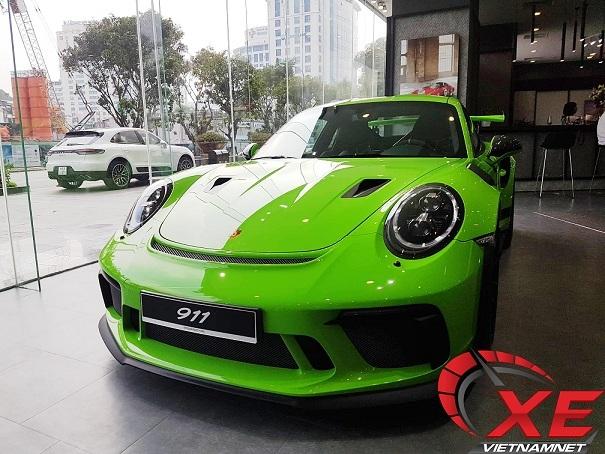 Porsche 16 tỷ màu độc nhất Việt Nam về tay đại gia Sài Gòn