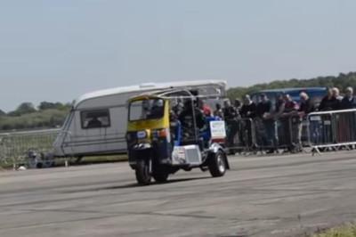 Tuk tuk đạt tốc độ 120 km/h, lập kỷ lục thế giới