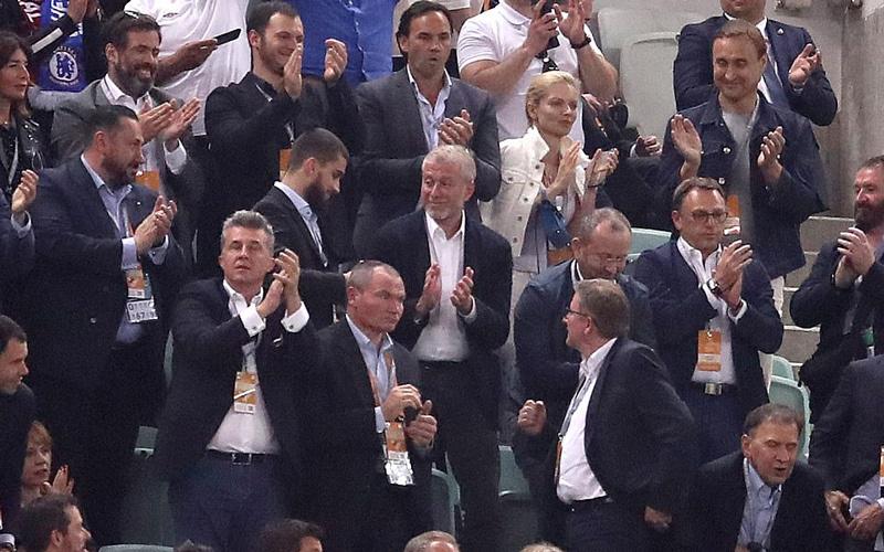 Tỷ phú Abramovich hạnh phúc nhìn đội bóng con cưng vô địch