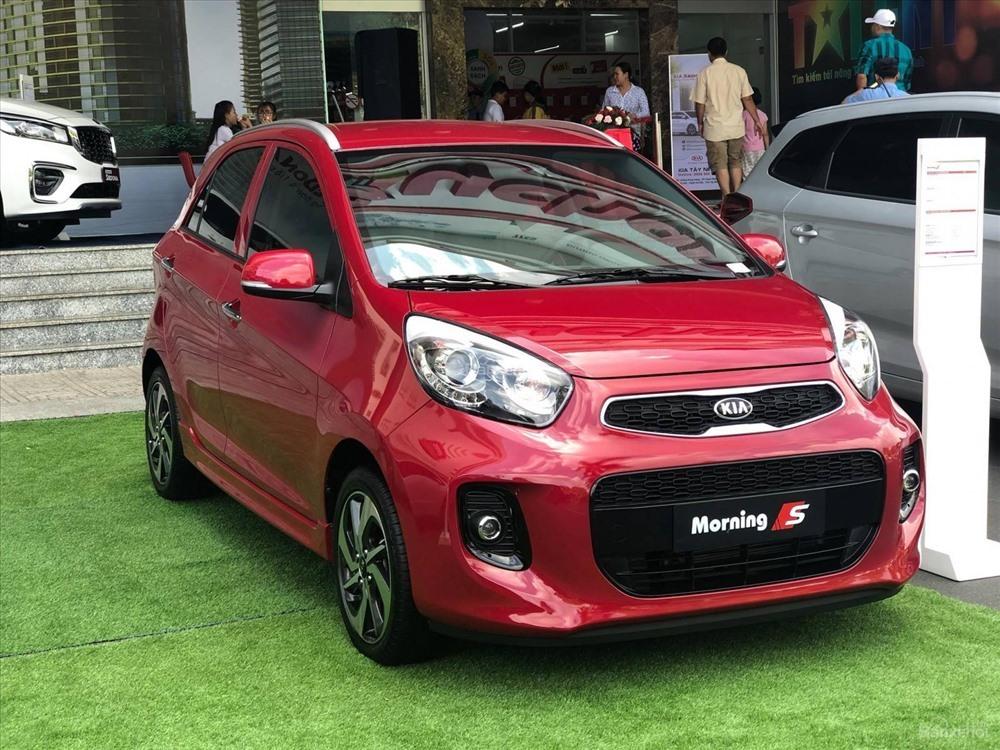 Chọn mẫu xe hơi nào để dễ 'luồn lách' trên phố đông ở Việt Nam?