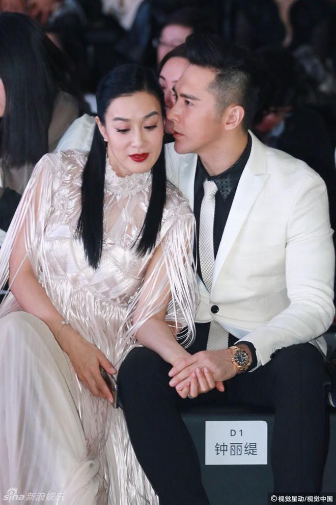 'Bom sex gốc Việt' nức nở vì cuộc sống hôn nhân, chồng trẻ lên tiếng