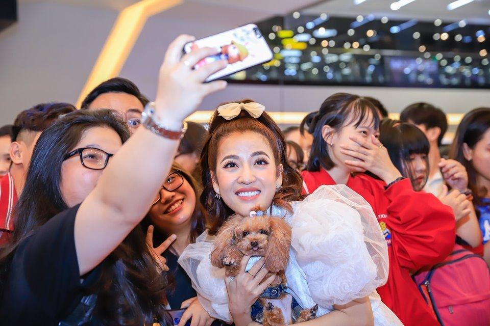 Sao Việt bế thú cưng tụ hội ở buổi công chiếu 'Đẳng Cấp Thú Cưng 2'
