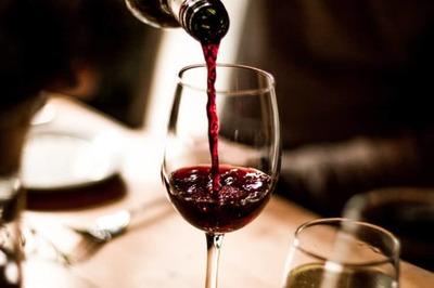Gái hầu rượu (Phần 2)