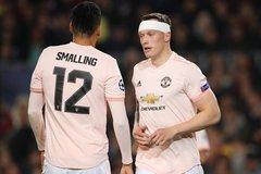 """MU tin dùng 2 """"ông thần"""" Jones và Smalling, Arsenal tậu Gotze"""