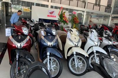 Giá xe máy Honda giảm chạm đáy, Yamaha ổn định