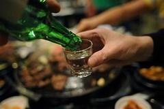 Từ 1/6, say rượu không được lên máy bay
